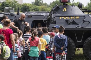 HIT: Kormányzati terror ellen is véd az óvodák és iskolák készítette terrorellenes terv Móváron?