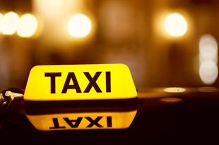 Januártól csak 10 évesnél fiatalabb autóval lehet taxizni
