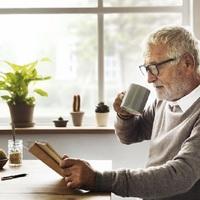 BEROBBANT A HÍR, NÁLUNK MIKOR VEZETIK BE? A szomszédban jön a mindenkinek járó alapnyugdíj