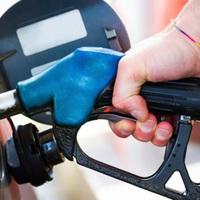 Ismerős, amikor a benzinkútnál indokolatlanul feltartják a sort? Kicsit több figyelmet egymás iránt.