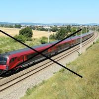 Szünetel a vasúti közlekedés! Ne várják a Railjeteket Tatabányán, rejtélyes okokból ideiglenesen megszűnt Hegyeshalomnál Ausztria felé a vasúti forgalom.