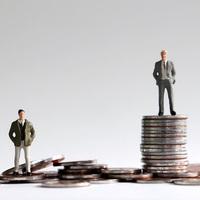 TATABÁNYÁN IS RENGETEGET SPÓROLHATNAK A MUNKÁLTATÓK A BÉREKEN: Pedig csökken egy adófajta