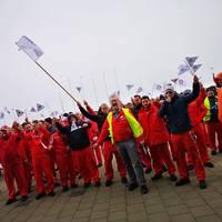 ÚJRA FORRONG A GYŐRI AUDI! A vállalat vezetése részben a dolgozókon veri le a sztrájk veszteségét?