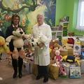 Hatalmas ajándékot kaptak a Szent Borbála Kórház kis betegei
