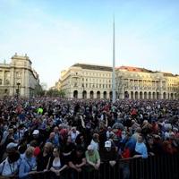 """A  """"SENKIK """" FORRADALMA: 2.0 Mi vagyunk a többség - újabb tüntetés a demokráciáért! Tatabányáról ki mer elmenni ismét?"""
