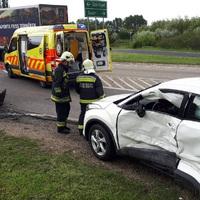 FOTÓK A REGGELI BALESETRŐL: Karambolozott két autó az 1-esen