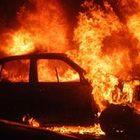 Kiégett Tatabányánál egy autó az M1-esen, le is kellett egy sávot zárni!