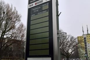 A tervek szerint még hónapokig kell vakoskodunk a buszmegállókban Tatabányán