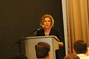 TATABÁNYÁN LEHULLT A LEPEL: Szűcsné Posztovics Ilona lesz az ötpárti polgármester-jelölt