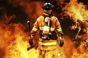 SZEMÉT, BÚTOR ÉS AUTÓGUMI ÉGETT TATABÁNYÁN: A Majakovszkij utcába vonultak ki a tűzoltók