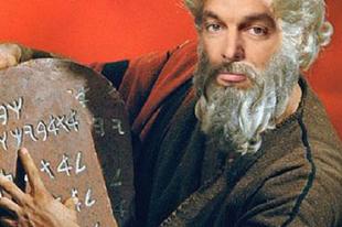 """JÉZUSOM, """"FÉLREÉRTETTÉK"""" A RABSZOLGATÖRVÉNYT: ez Bencsik Jánosék keresztényi ajándéka a tatabányai családoknak karácsonyra"""