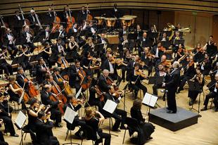 SZENZÁCIÓ! Tatabányán is ingyenes koncertet ad a legendás Fesztiválzenekar