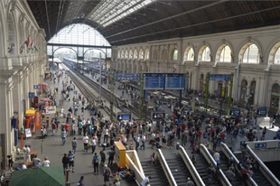 RADIKÁLIS VÁLTOZÁS A TATABÁNYAI VASÚTI KÖZLEKEDÉSBEN: Május közepén két hétre bezárják a Keleti pályaudvart
