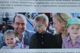 TATABÁNYAI KÖZPÉNZEK: Megkérdezte Schmidt Csaba a gyerekeit, szerepeljenek-e választási mesekönyvében?