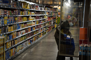 HAMAROSAN TATABÁNYÁN IS SZABADON MEHETÜNK A BOLTBA? Feloldhatják az idősek vásárlási korlátozását