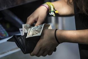 KEGYETLEN UZSORÁS HÁZASPÁR: A nyugdíjat, a szociális segélyt is elvették az áldozataiktól