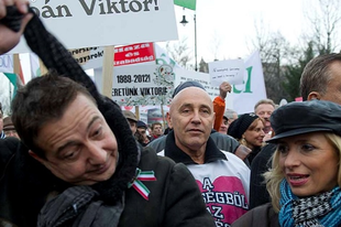 Tatabányán is lesz helyi Békemenet Orbán mellett? Találjunk ki jelmondatokat és tervezzünk útvonalat nekik
