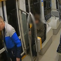 Keressük, aki megütötte a 3-as villamosvezetőjét - videóval
