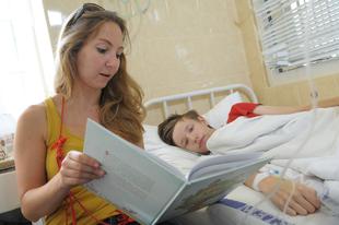Zuglóban sem kérhető díj a szülőtől, aki beteg gyereke mellett marad a kórházban