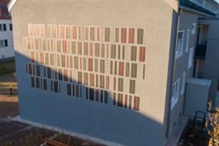 ZUGLÓBAN MIKOR LESZ ILYEN? Nyomtatott napelemeket építettek be egy felújított házba