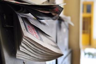 AGYAM ELDOBOM: Évi 25 kiló szórólap szemét a postaládánkban Zuglóban is