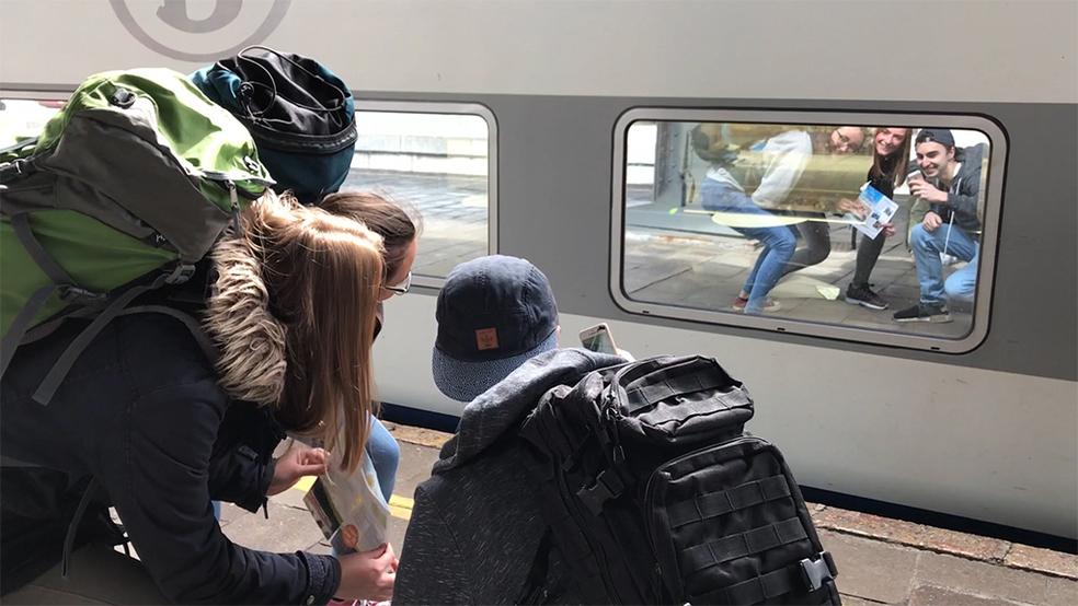utazas-vonat-fiatalok.jpeg