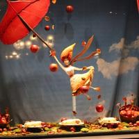 Középpontban az almás rétes – a Demel őszi kirakata