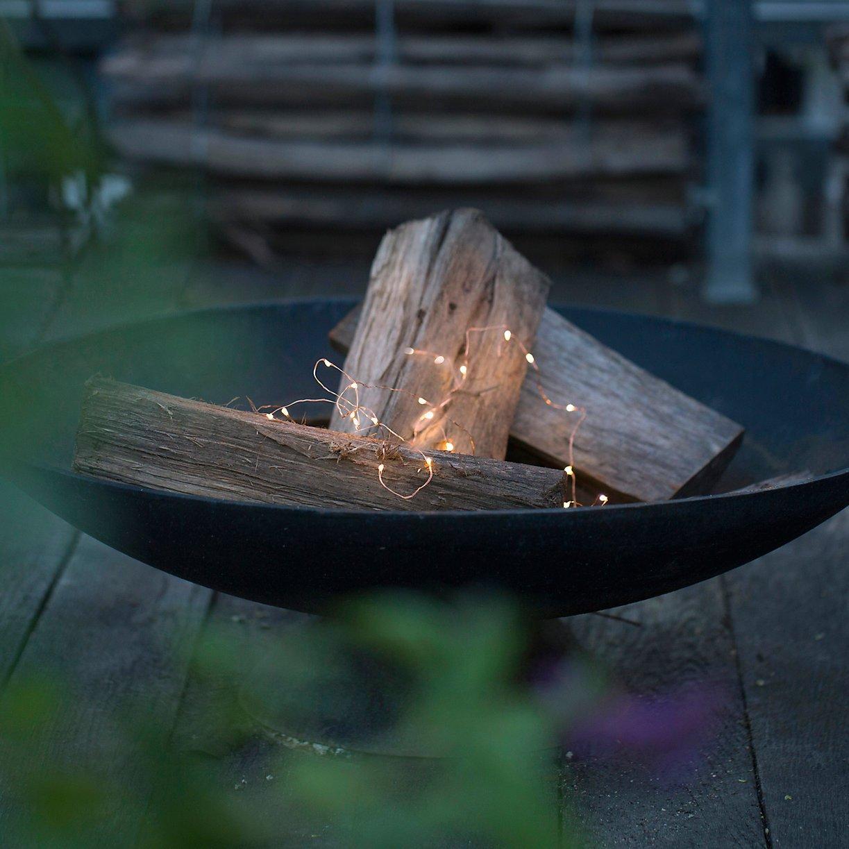 lieu-flames-pile-scattering-lights-atop-fireplace-logs.jpg
