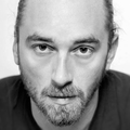 A költészet nem csak szájtátás – interjú Simon Mártonnal