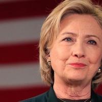 Négy év előre, húsz év hátra - Hillary és az arcfiatalítás