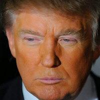Mitől narancssárga Trump feje?
