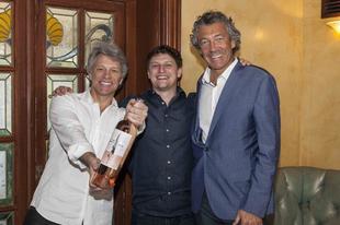 Jon Bon Jovi rozéja már a boltokban