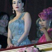 A bécsi Operabálon pezsgőfűrdő is volt...:-)