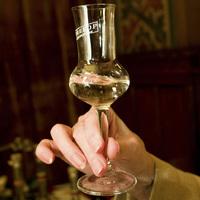 Kisebb pohárral a részegség ellen