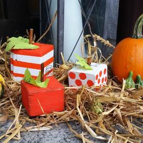 Fából faragott tököcske  - Halloween tök dekoráció elárvult gerenda végekből