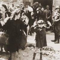 Holokauszt-emlékév: súlyos hiba a német megszállás - mindent elrejtő - zubbonya mögé bújni!