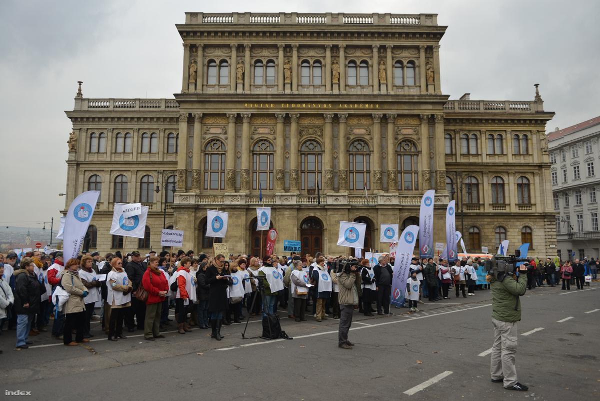 pedagógus tüntetés 02.jpg