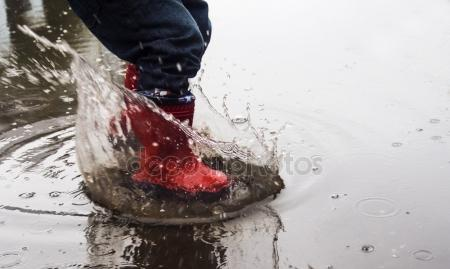 depositphotos_126077512-stock-photo-kid-in-red-rubber-boots.jpg