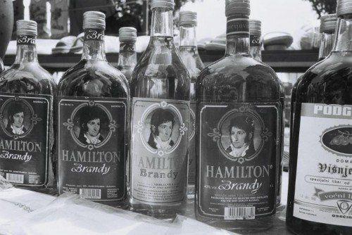 jol-fogyott-a-jellegzetes-brandy-90-es-e-500x334.jpg