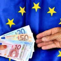 Brüsszel nem bír ellenállni a saját pecsenyéjüket sütögető tagállami vezetőknek