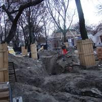 A fákon kívül egy talpalatnyi zöld nem maradt meg: Pavilonbontás a Ligetben