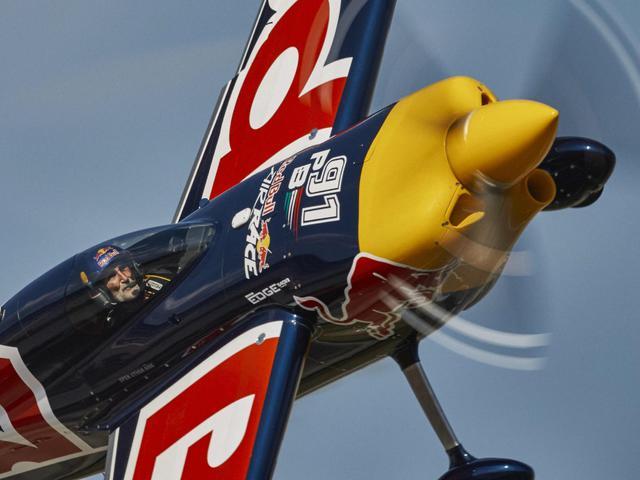 Bonhomme – Hall harcot hoz a Las Vegas-i Red Bull Air Race döntő