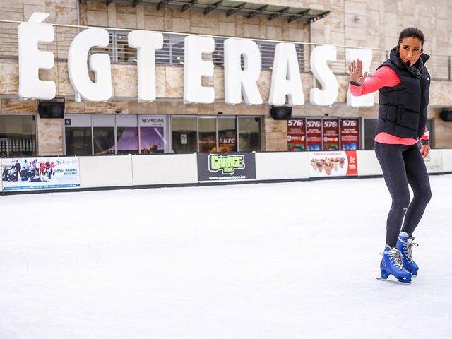 Rubint Réka lányával együtt tartott korcsolyás edzést a Jégteraszon