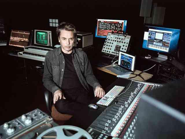 JEAN-MICHEL JARRE új világkörüli turnéja: ELECTRONICA