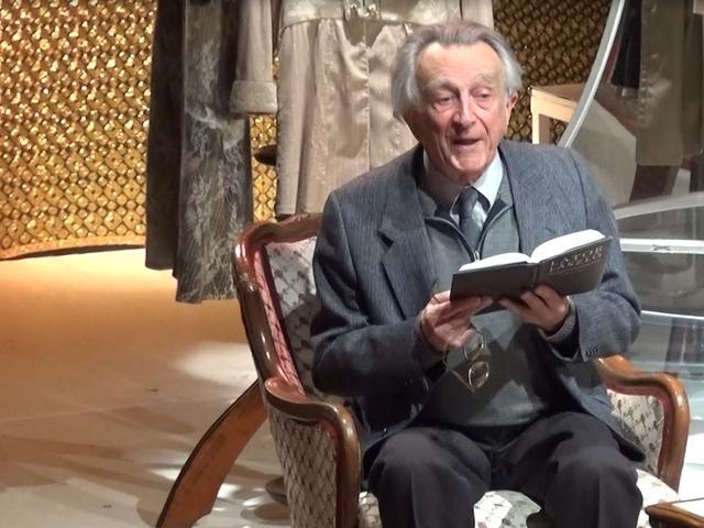 VIDÉK: Minden reggel tornázik a 88 éves költő