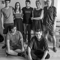 Magyarországon tanít a Rém rendes család forgatókönyvírója