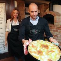 Látványkonyhában készítette el a pár az olaszok specialitását