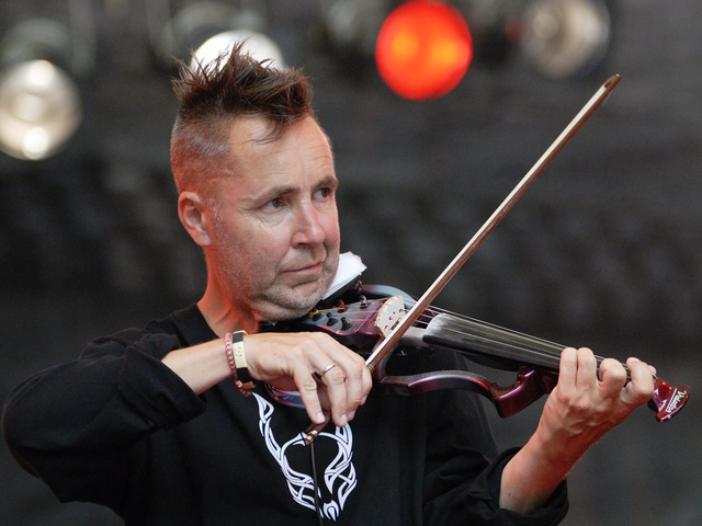 A Virtuózokkal zenél Nigel Kennedy