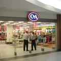 A ruhák minősége egyre csak romlik a C&A-ban és a Vögelében, de az árak véletlenül sem csökkennek