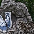 Jótékonysági cipőárverés a Telep Galériában
